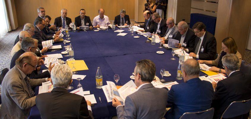 Los principales sectores productivos de la Comunitat reclaman la puesta en marcha del tercer hilo del Corredor Mediterráneo antes de 2018 como solución provisional