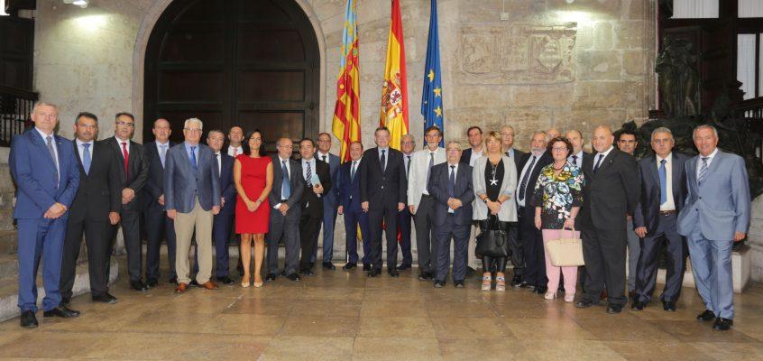 Puig reconoce a las cooperativas de crédito como aliadas de la política financiera de la Generalitat por su papel ante la despoblación y su carácter local