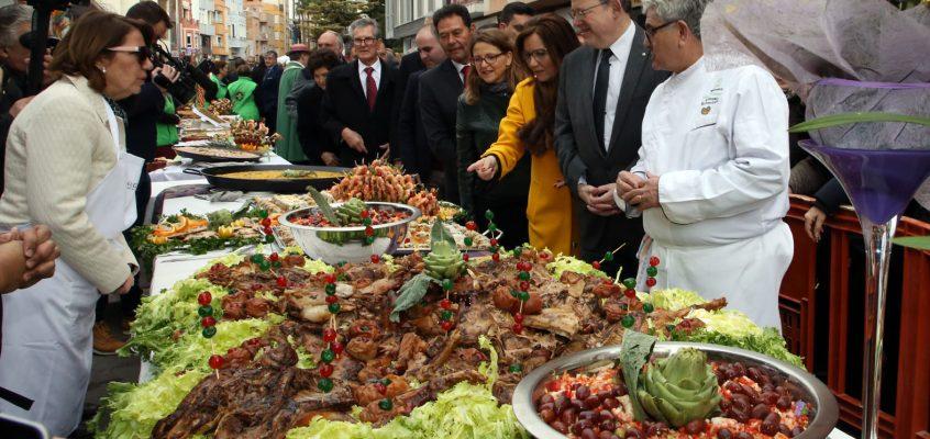 Puig destaca la fuerza de la unión de agricultores y restauradores en la Fiesta de la Alcachofa de Benicarló